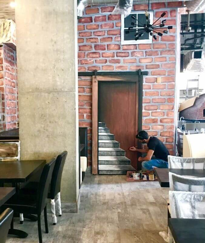 ציור תלת מימד של מדרגות על דלת