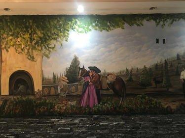 ציור על קיר במסעדה
