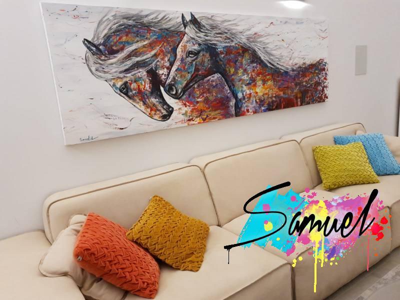 סוסים דוהרים בצבע
