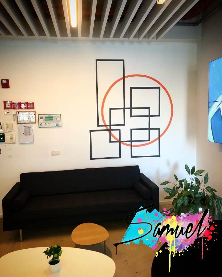 לוגו במשרד קומטל