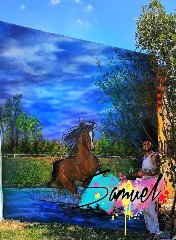 סוס וטבע על קיר חיצוני