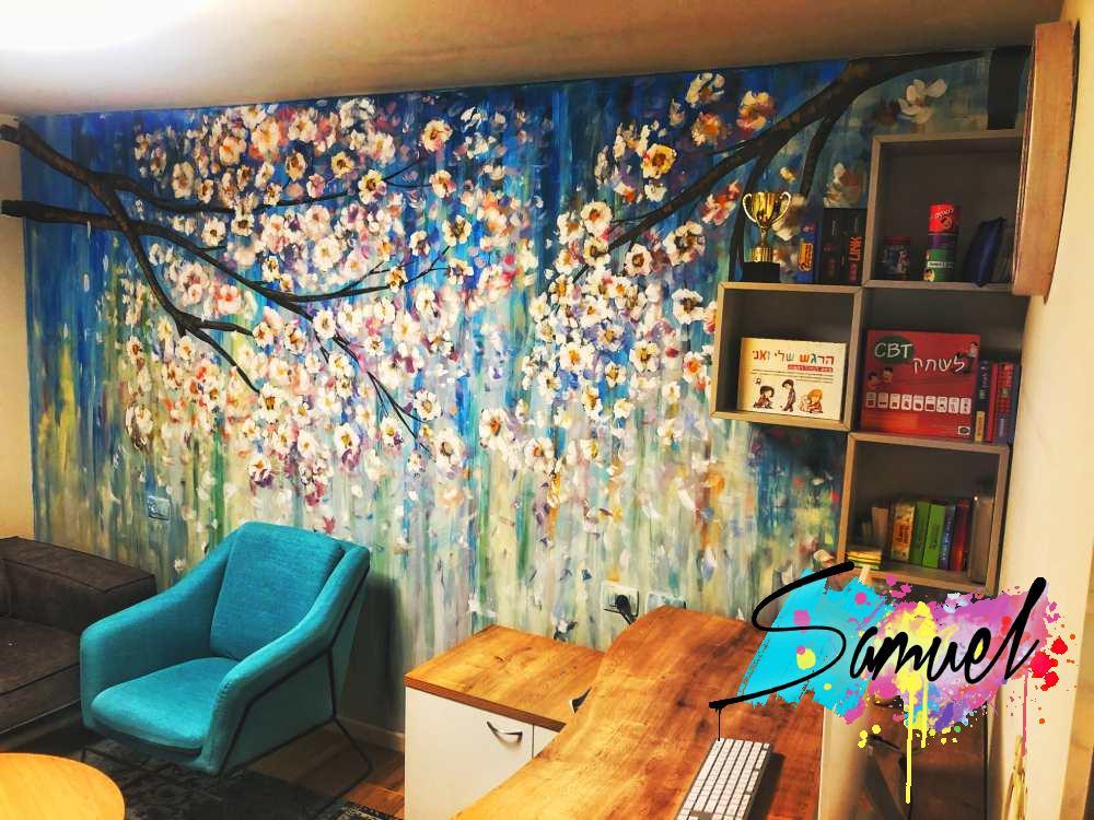ציור על קיר במשרד