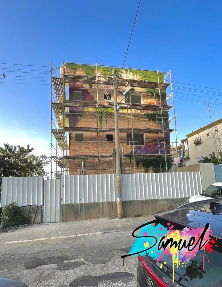 על בנין מגורים בחיפה